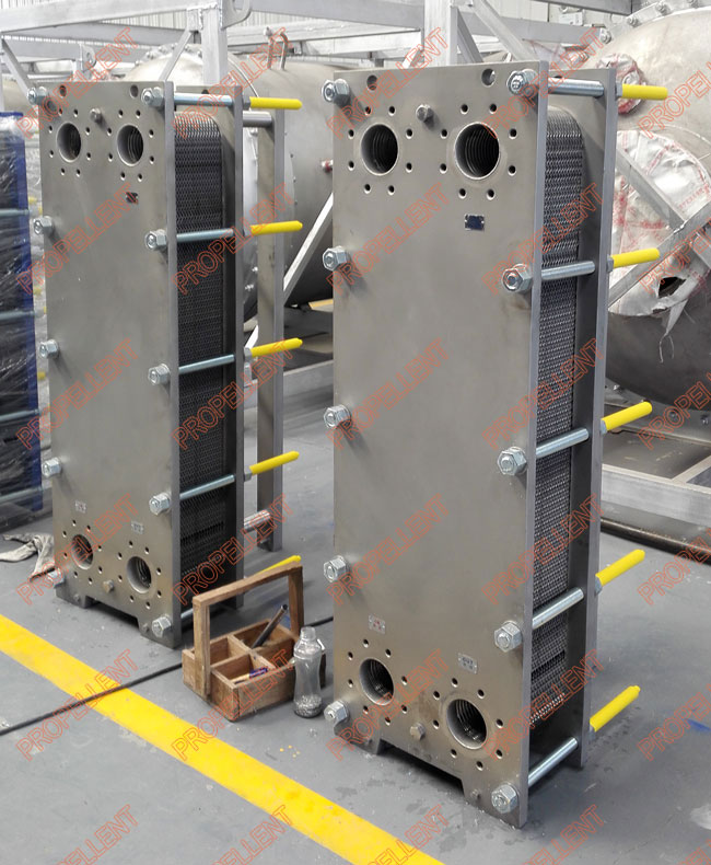 Wide gap plate heat exchanger for chemical usage
